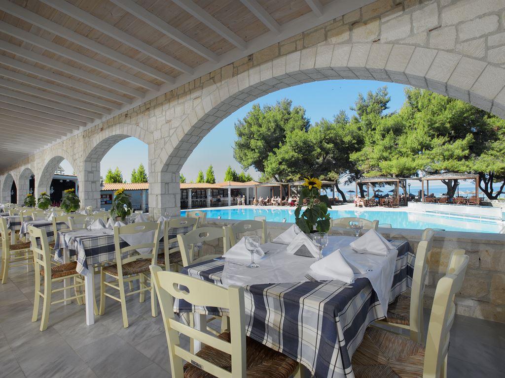 96_portes-beach-hotel_146539.jpeg