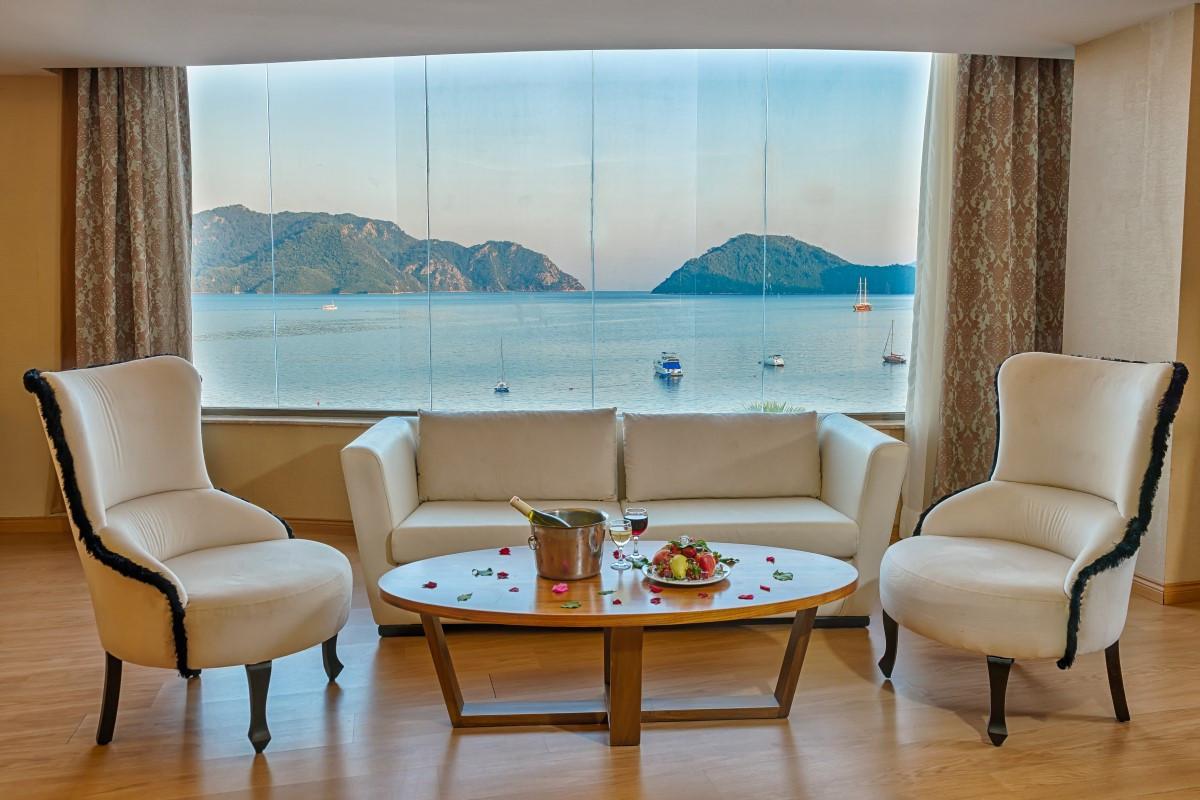 golden-rock-beach-hotel-suit-1.jpg
