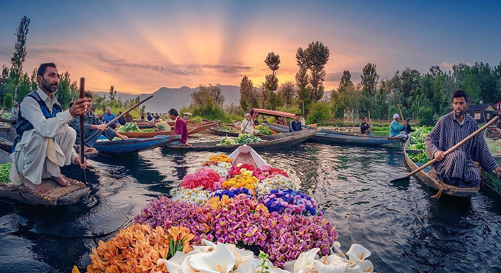 Floating market at Dal Lake, Kashmir.