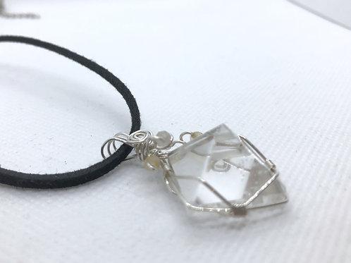 ヒマラヤ水晶ピラミッド型ペンダント