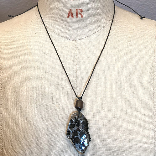 セリコパラサイト隕石ペンダント