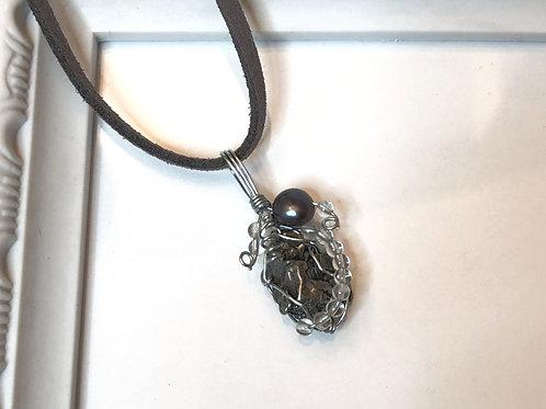 隕石と天然水晶、べビ-パ-ルのペンダントヘッド