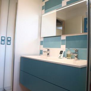 Salle de douche vitaminée by Caroline Clapt