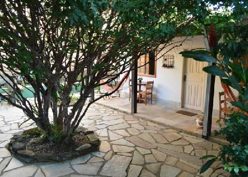 Jardim com Jabuticabeira