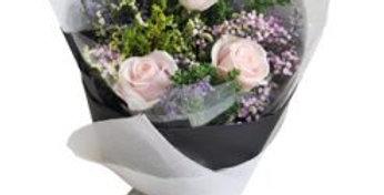 Condoléances Rose blanche 3 pièces décorée de jolies verdures
