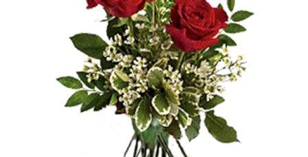 Rose rouge tige trio avec de jolies verdures