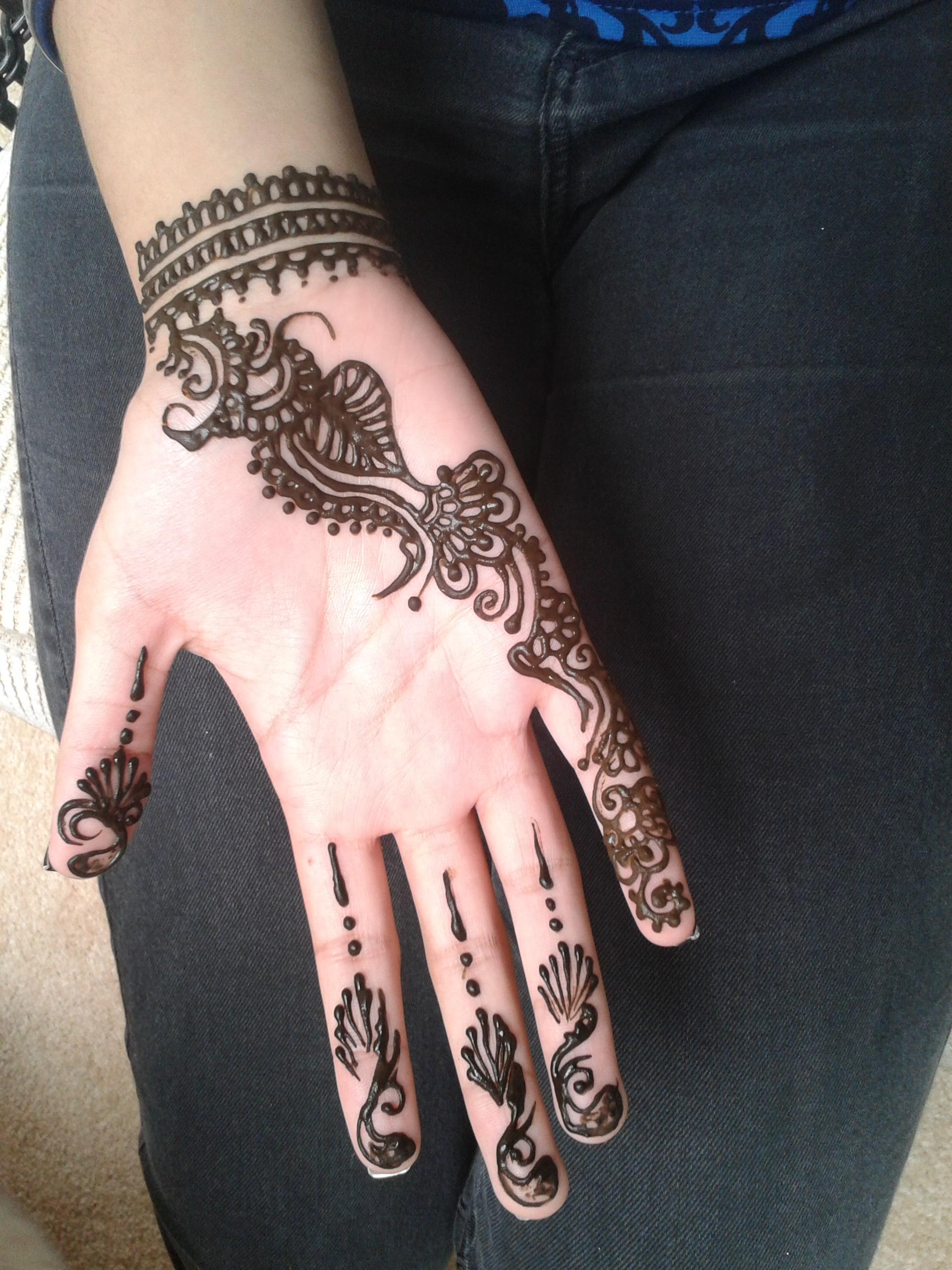 Mehendi henna artist