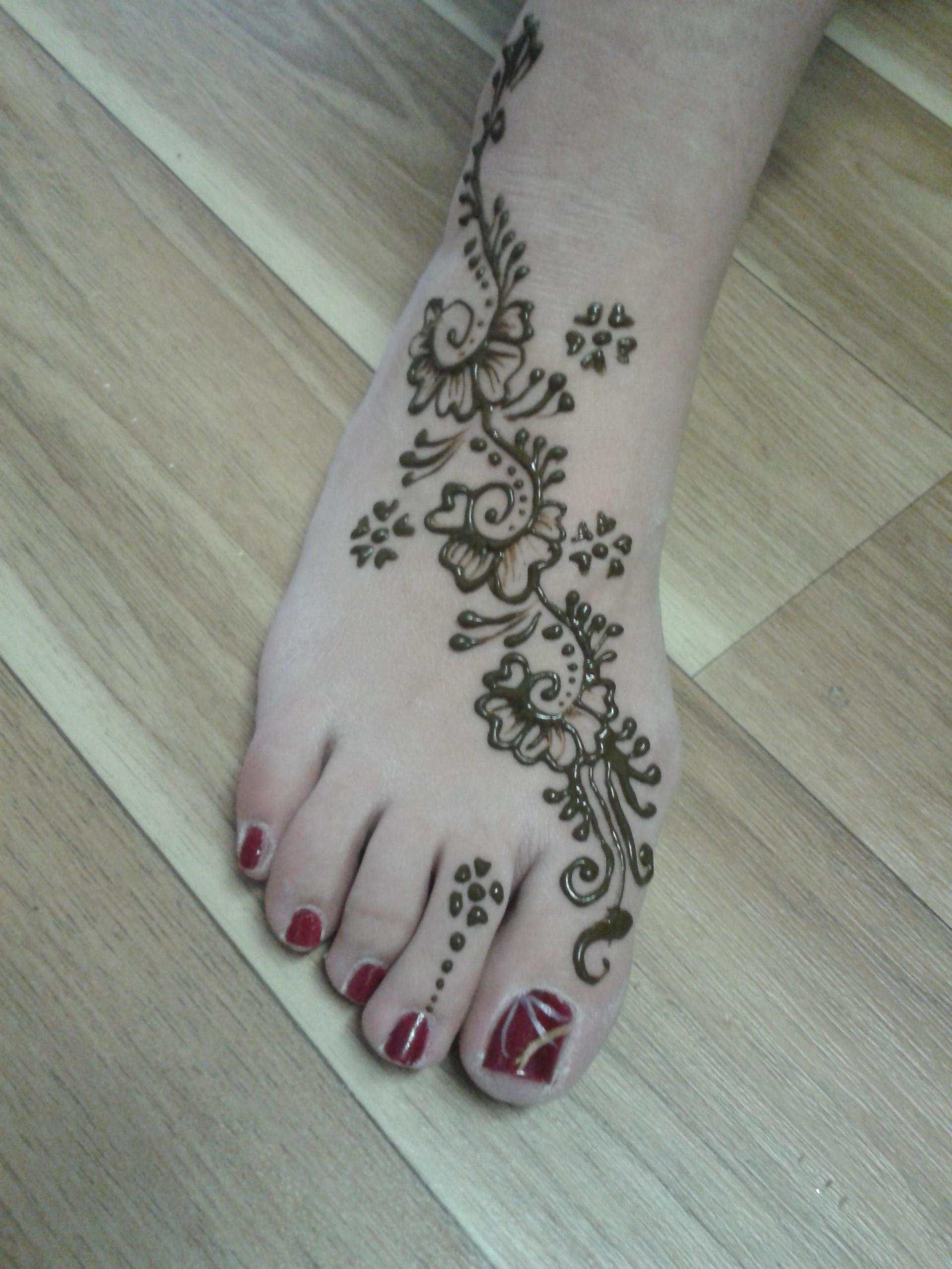 middle eastern henna artist
