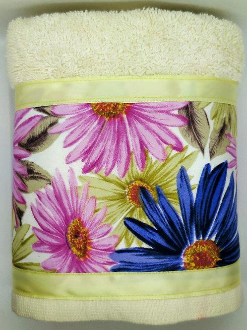 Single decorative hand towel