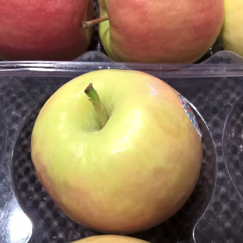 single fresh apple