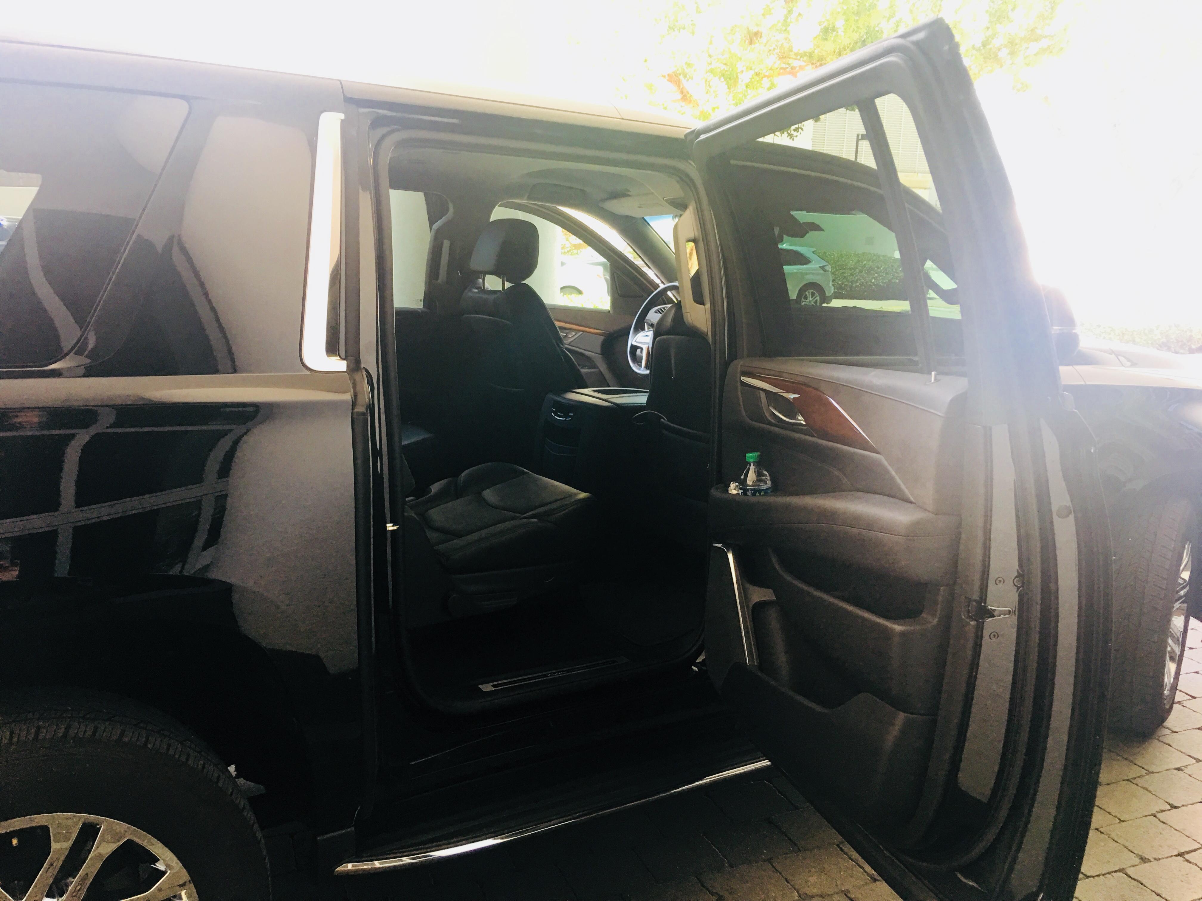 Aventura Limo Cadillac Escalade ESV