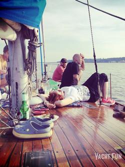 Яхта Электа