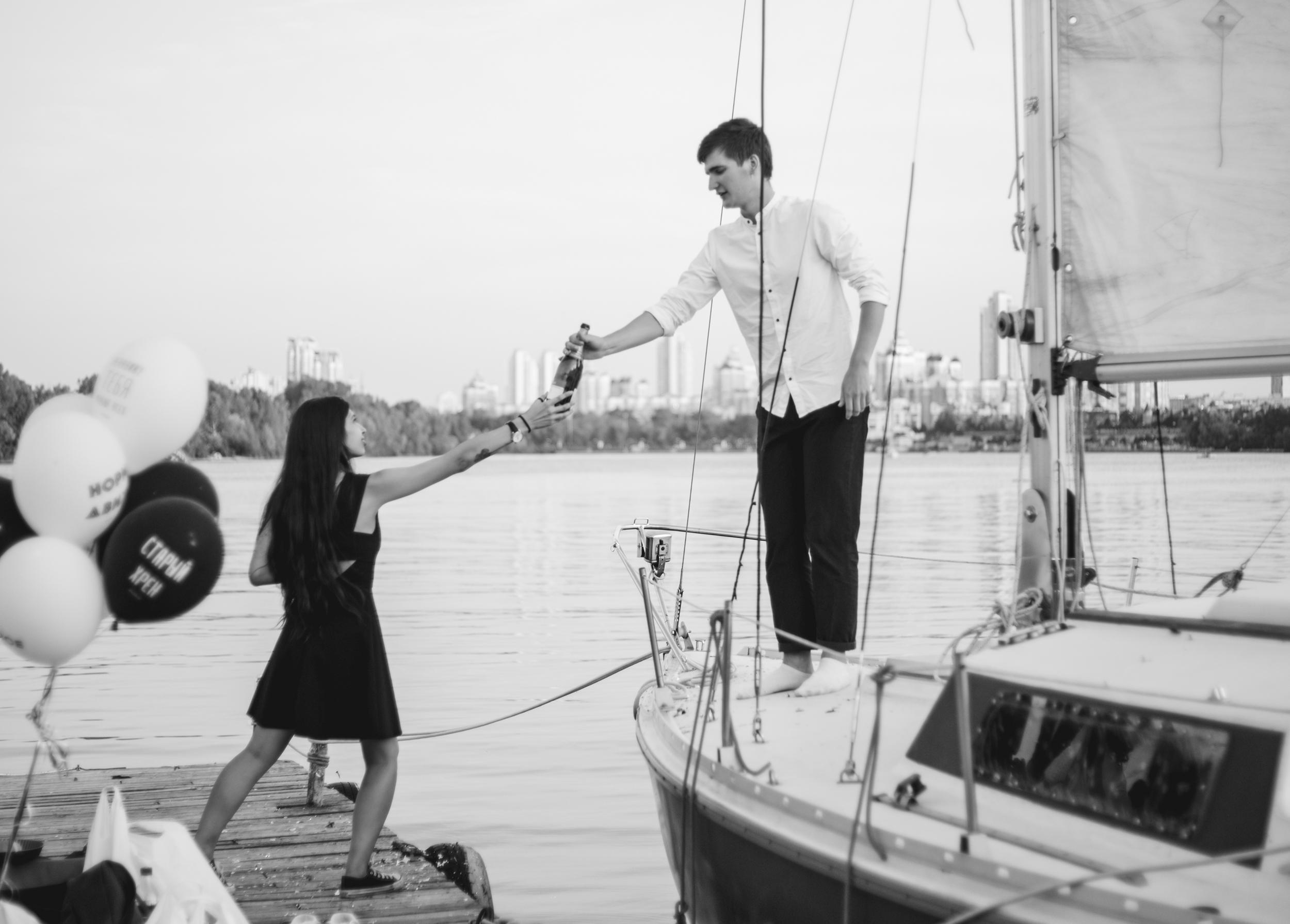 Романтическая прогулка на яхте с шампанс
