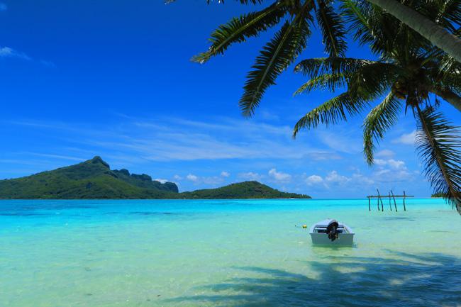 Motu-Auira-view-of-Maupiti-French-Polynesia