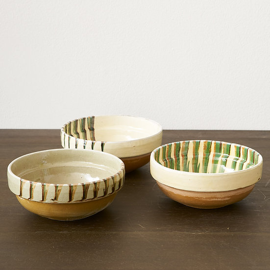 European handglazed bowl