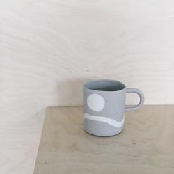 앞으로 많이 만들 예정인 컵. 자연스럽게 드로잉한 것 같은 느낌을 내보려고 했습니다