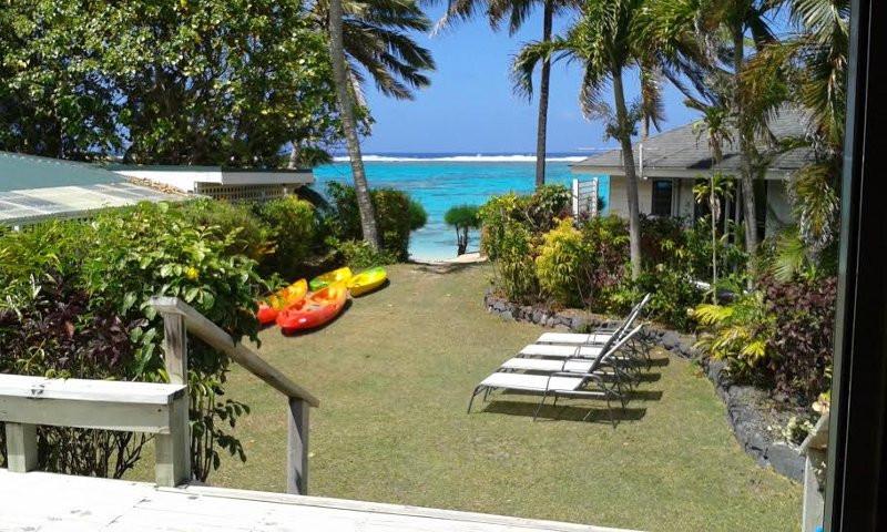 Hisbiscus Villa front yard
