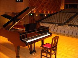 ホールピアノ