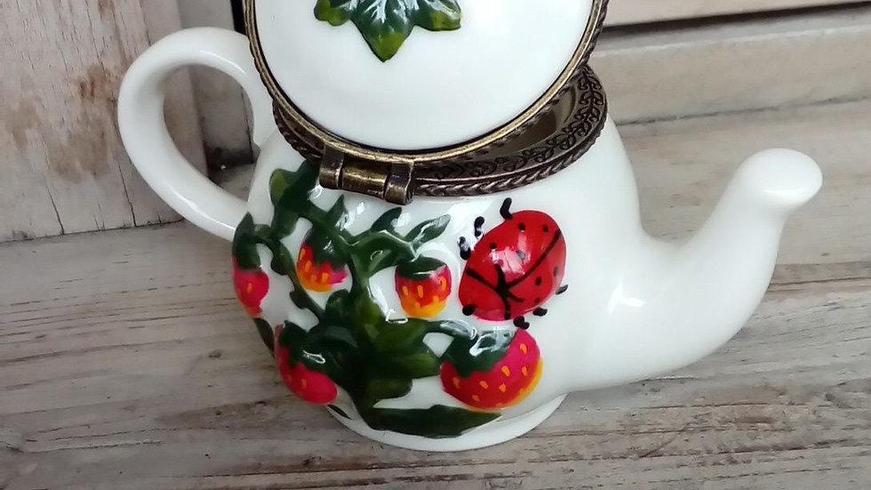 ポタリー 小物入れ イチゴ ストロベリー 陶器