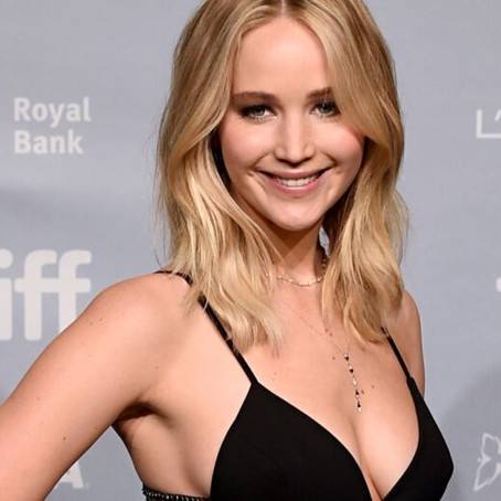 Jennifer Lawrence Flaunts Her Sexy Body In These Pics