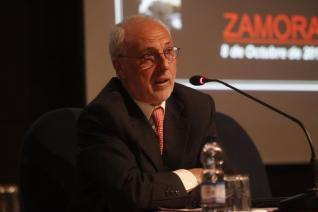 """Conferencia """"Extremadura una isla""""."""