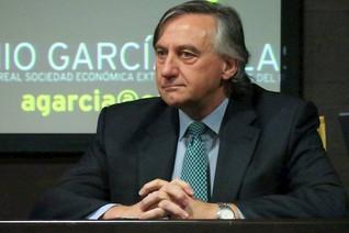 """Conferencia """"Badajoz una ciudad con futuro. O no. Horizonte 2021-2030"""" D. Antonio García Salas. 04/1"""