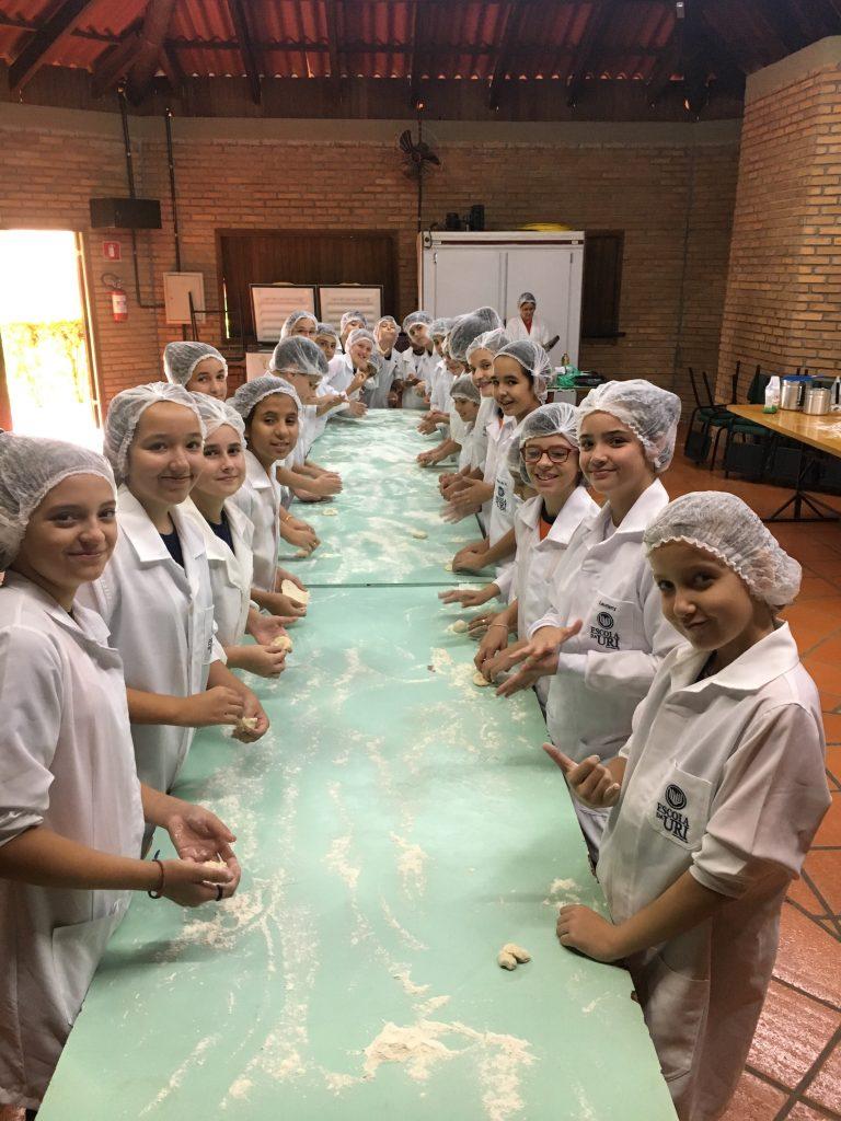Páscoa-Escola-fabricação-pães-768x1024