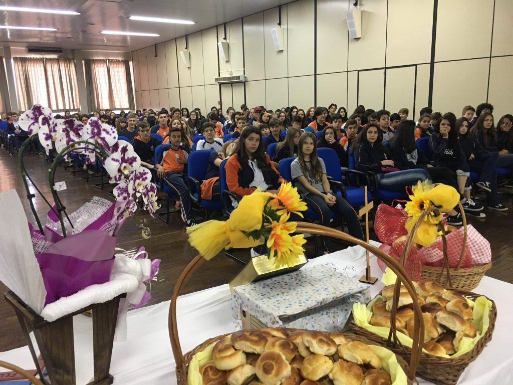 Páscoa-Escola-celebração-auditório-1024x