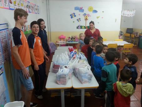 Escola da URI faz doação de doces