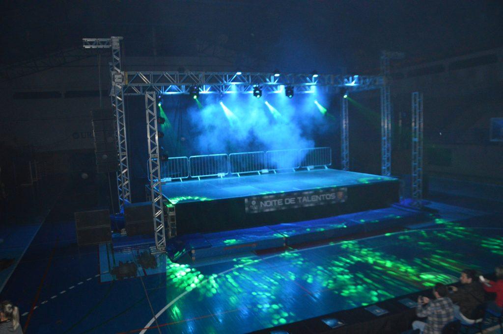 Noite-de-talentos-palco-1024x681