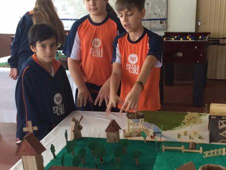 Os alunos dos 7° anos elaboraram maquete sobre a Idade Média