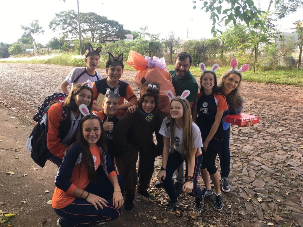 Páscoa-Escola-grupo-com-doações
