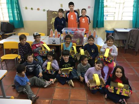 Alunos da Escola da URI distribuíram doces para escolas e creches do município
