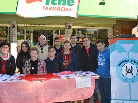 Alunos da Escola da URI participaram da feirinha do Projeto Junior Achievement no Brique da Praça.