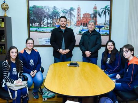 Alunos da Escola da URI fazem pesquisa com vereadores de Santo Ângelo