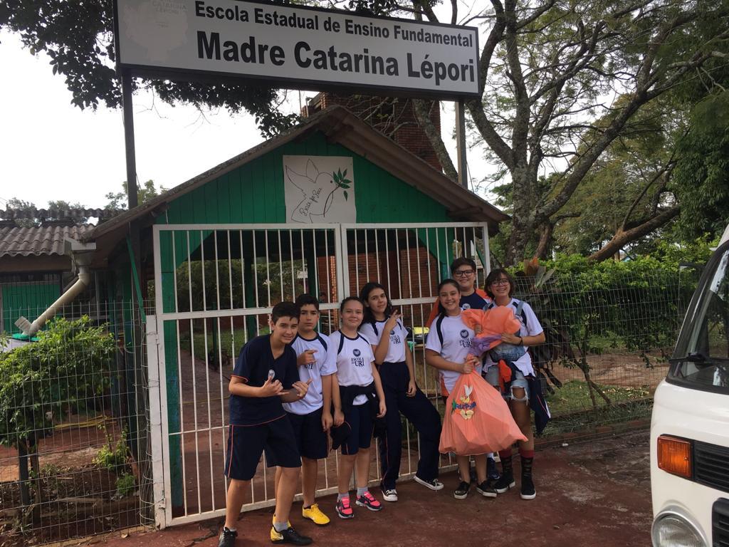 Páscoa-Escola-entrega-doações