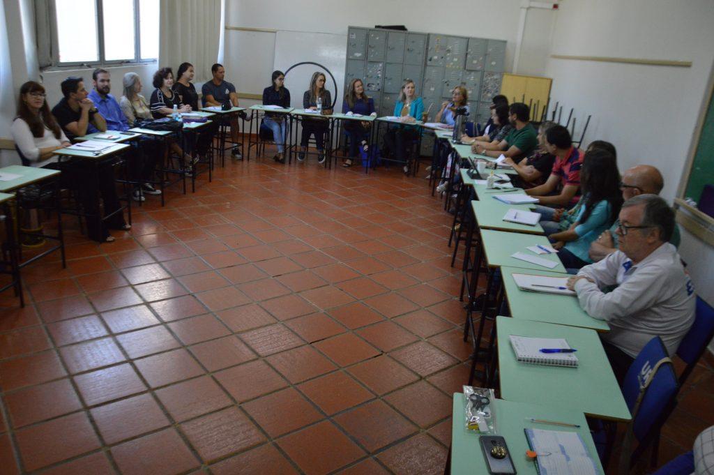 Escola-da-URI-reunião-profes-1024x681