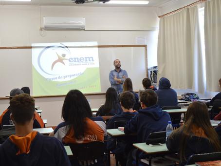 Palestra com Professor Fábio Sosa fecha preparação para o Enem na Escola da URI