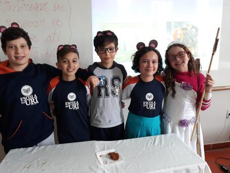 Alunos do 6º ano da Escola da URI apresentaram releituras dos clássicos infantis