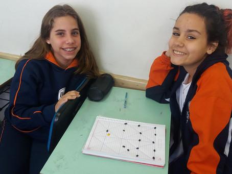 Alunos do 7° ano da Escola da URI trabalham gênero textual e gramática através do jogo