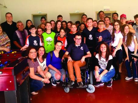 Mobilização e solidariedade na Escola da URI fizeram Diego Maciel adquirir autonomia de locomoção