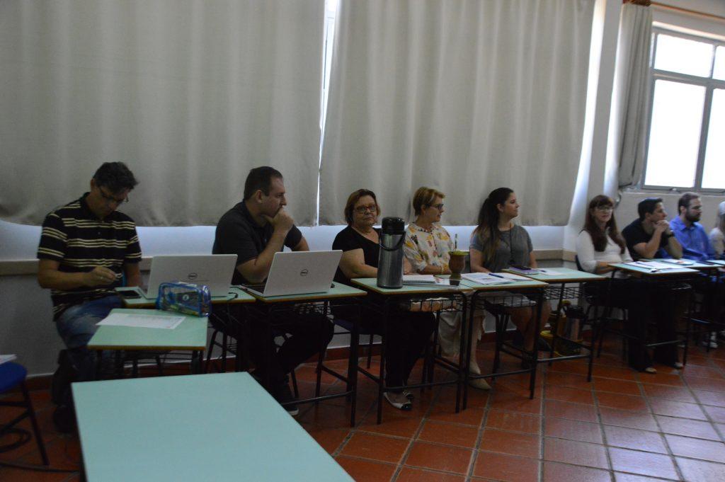 Escola-da-URI-reunião-profes-2-1024x681.
