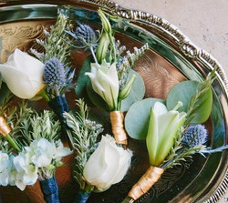 Boutonnieres White Blue Gold
