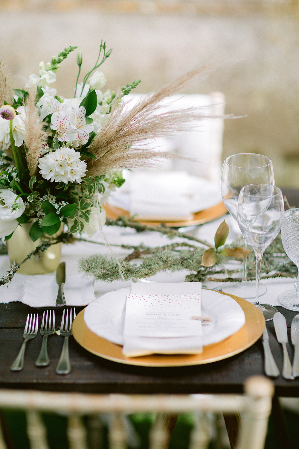 Wedding centrepieces decorated with pampas grass for your rustic wedding in Portugal