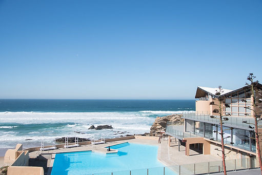 Arriba by the sea with a swimmng pool in Portugal