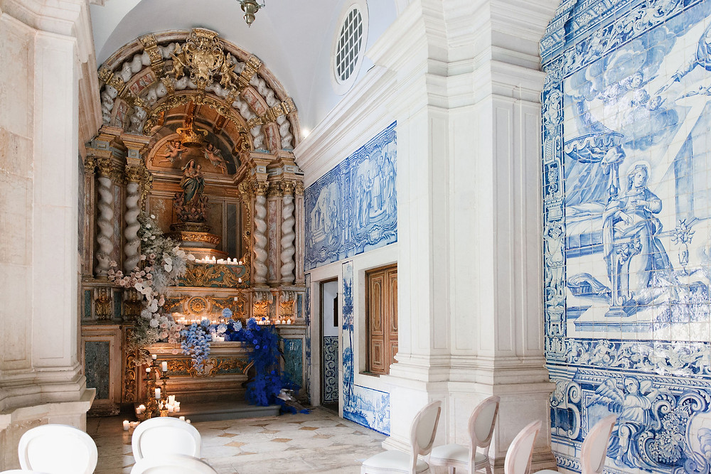 simple wedding ceremony at the chapel of Quinta do Torneiro European Wedding venue in Lisbon Portugal