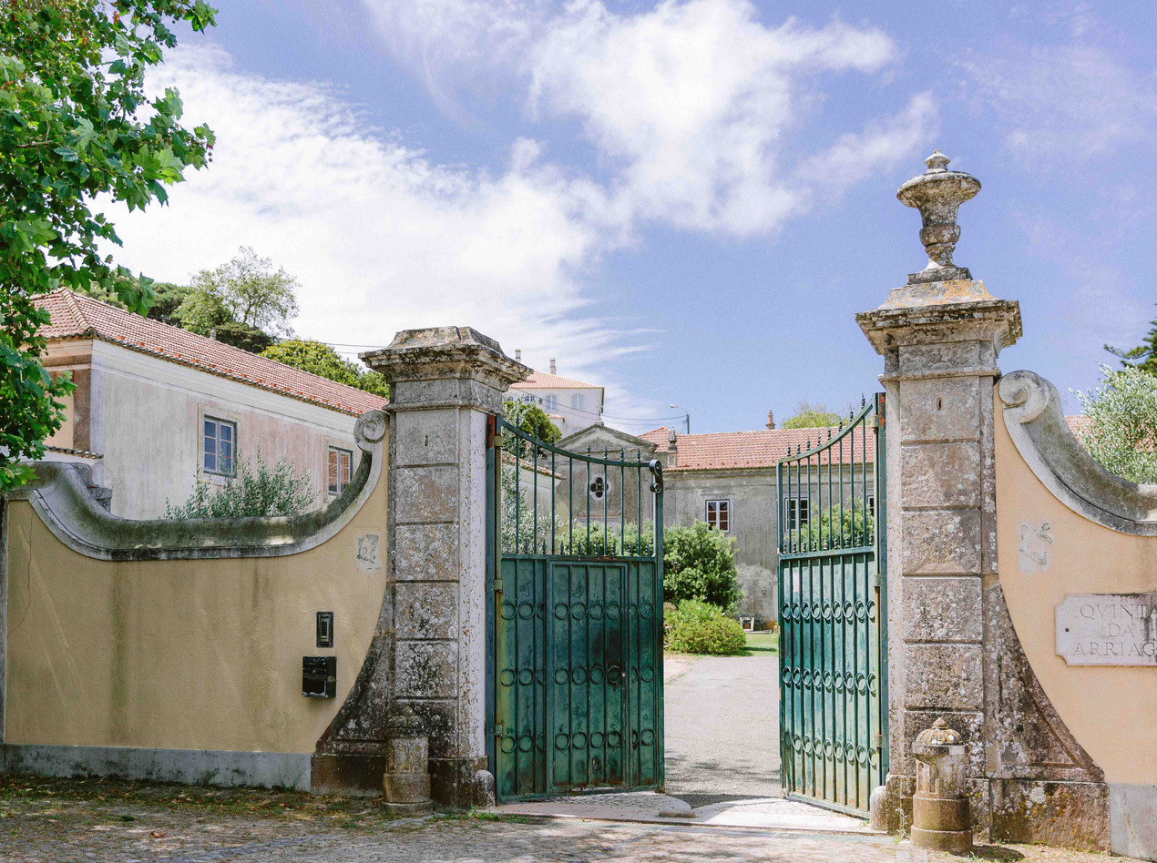 The Quinta My Vintage Wedding Portugal, located in SIntra, was the location selected for this amazing Rustic Boho Outdoor Wedding Portugal