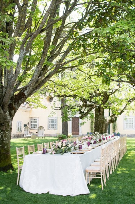 My Wedding Destination Portugal - Outdoor wedding table decorated with flowers an greenery. My Destination wedding