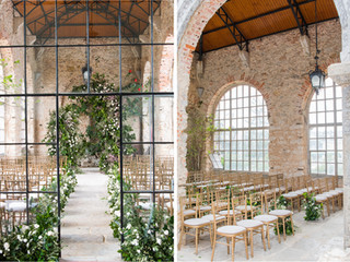 Greenhouse Wedding Ceremony at Forte da Cruz with heavy greenery arch and flower arragements along the aisle