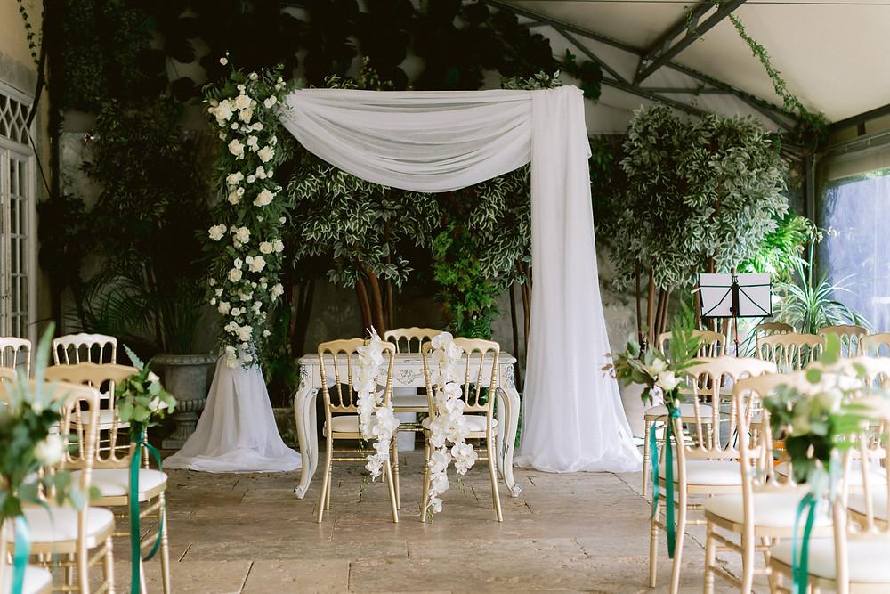 Uma cerimónia de casamento civil no interior da estufa da Quinta do Torneiro